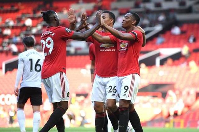 Man Utd 3-0 Sheffield United: Martial lập hat-trick - 7