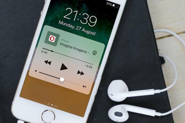 iOS 14 cho phép vừa tắt màn hình, vừa nghe nhạc trên YouTube - 1