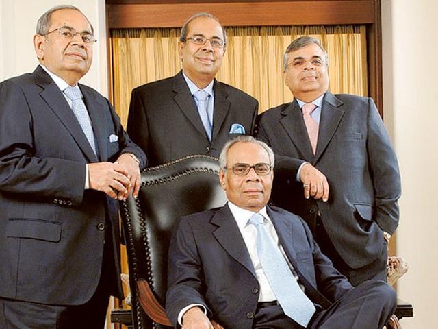 Bốn anh em ở Anh ra toà giành nhau khối tài sản 11,2 tỷ USD - 1