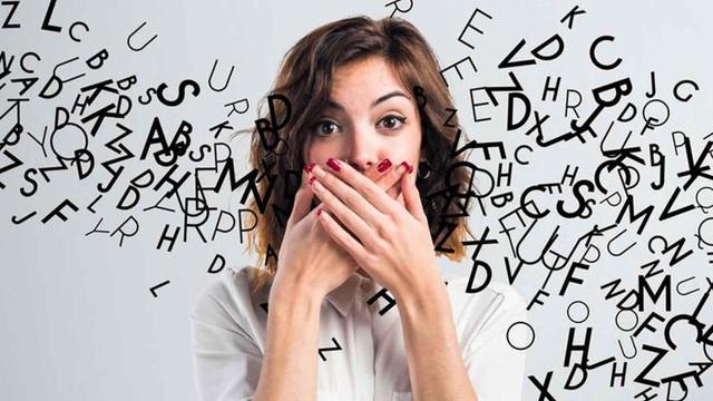 Mắc hội chứng kì lạ, người phụ nữ có thể nói tới… 4 giọng nước ngoài - 1