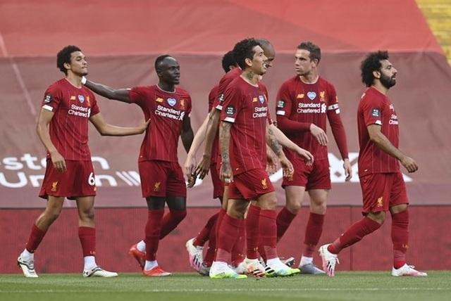 Liverpool 4-0 Crystal Palace: Salah trở lại ấn tượng - 1