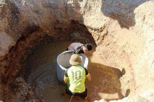 Nắng nóng kéo dài người dân miền núi  lâm vào cảnh khát nước sinh hoạt - 1