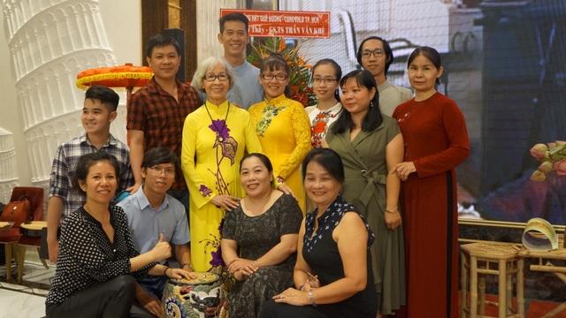 Con trai GS-TS Trần Văn Khê không thể về giỗ cha vì dịch Covid-19 - 12