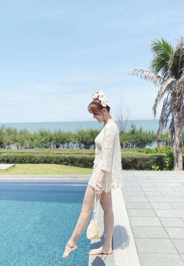 Hari Won diện áo tắm khoe sắc vóc nóng bỏng ở tuổi 35 - 13