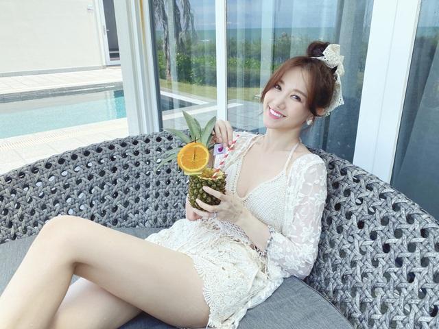 Hari Won diện áo tắm khoe sắc vóc nóng bỏng ở tuổi 35 - 6