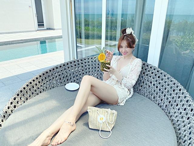 Hari Won diện áo tắm khoe sắc vóc nóng bỏng ở tuổi 35 - 2