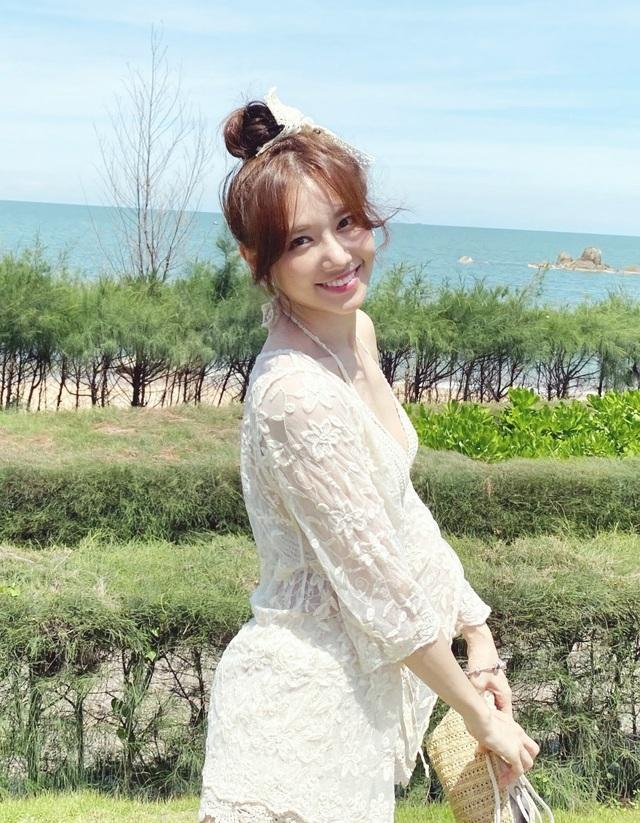 Hari Won diện áo tắm khoe sắc vóc nóng bỏng ở tuổi 35 - 14