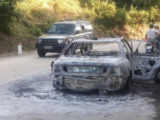 Vụ cháy kéo dài hơn 1 tiếng thiêu rụi chiếc ô tô 4 chỗ