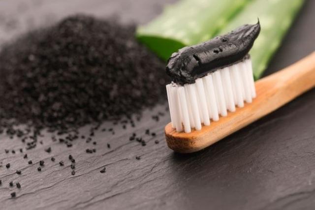 Kem đánh răng chứa than có làm trắng răng không? - 1
