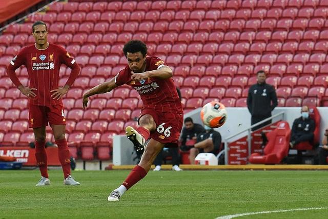 Liverpool 4-0 Crystal Palace: Salah trở lại ấn tượng - 3