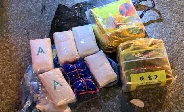 Ngụy trang ma túy trong bao tải mận, vận chuyển từ Sơn La về Hà Nội - 4