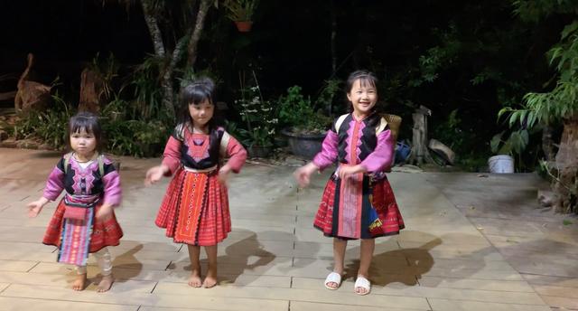 """""""Hướng dẫn viên"""" 6 tuổi rưỡi nói tiếng Anh như gió quảng bá du lịch Việt - 4"""