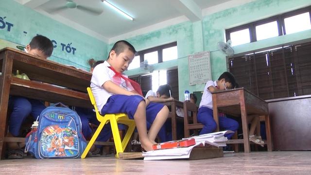 Cậu học trò 9 tuổi viết ước mơ bằng đôi chân tật nguyền - 5