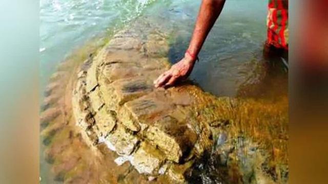 Ngôi đền cổ bị nhấn chìm cách đây 200 năm, bất ngờ xuất hiện giữa sông - 1