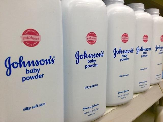 JohnsonJohnson bồi thường tiền tỷ do sản phẩm chứa chất gây ung thư - 1