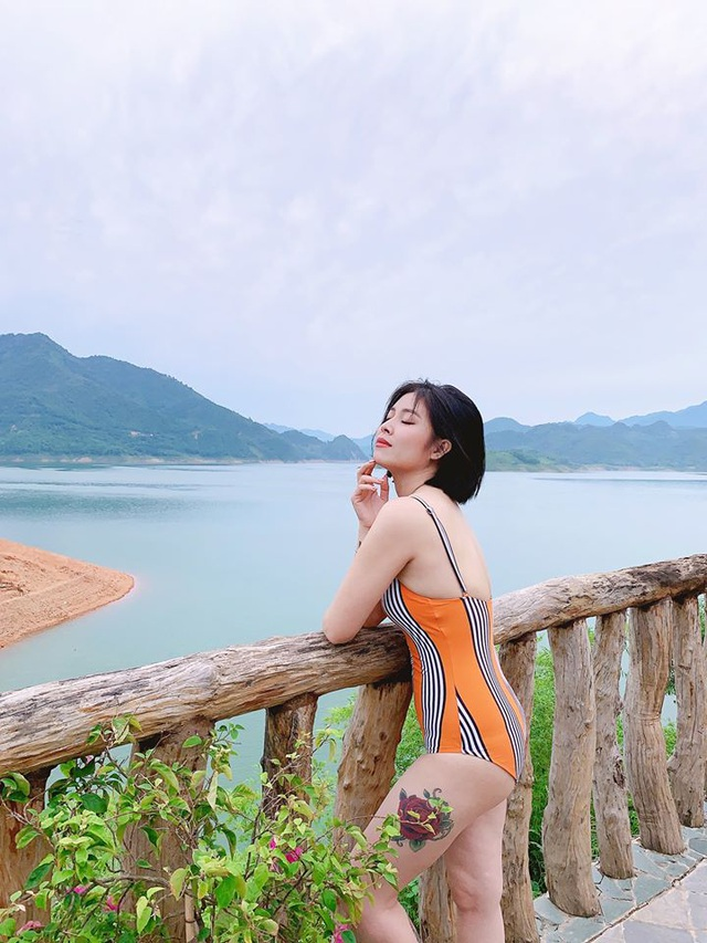 MC Hoàng Linh diện áo tắm, khoe thân hình gợi cảm ở hồ bơi - 6