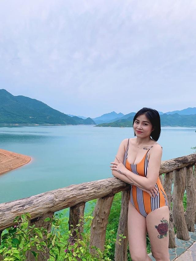 MC Hoàng Linh diện áo tắm, khoe thân hình gợi cảm ở hồ bơi - 8