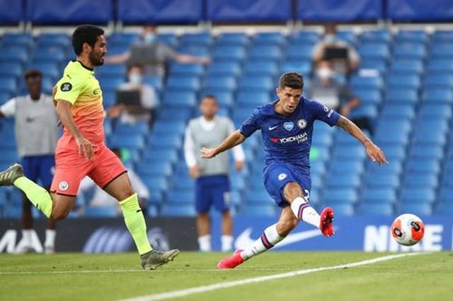 Gục ngã trước Chelsea, Man City dâng ngôi vô địch cho Liverpool - 8