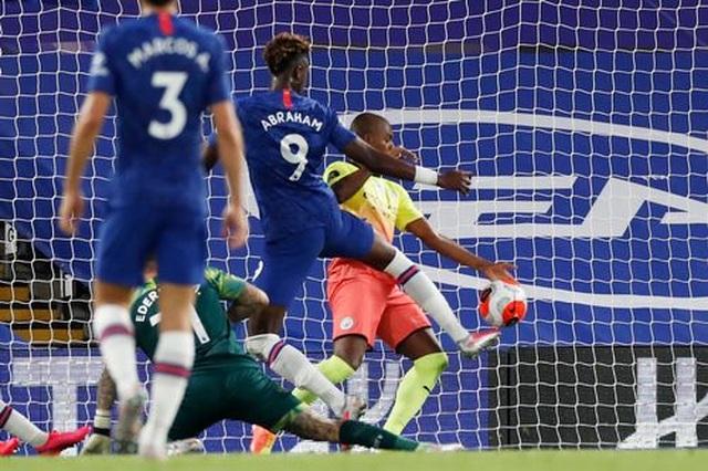 Gục ngã trước Chelsea, Man City dâng ngôi vô địch cho Liverpool - 2