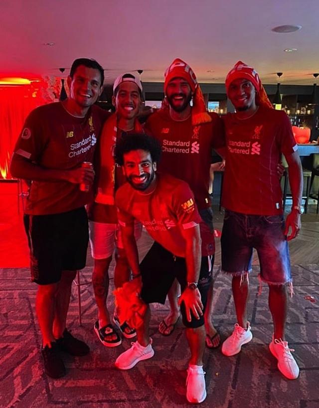 Dàn sao Liverpool vỡ òa, ăn mừng chức vô địch cực sung - 2