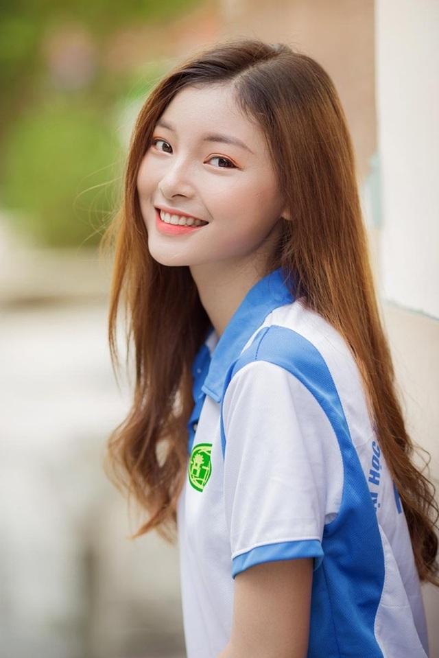 Á khôi Tài sắc Việt Nam đẹp rạng ngời trong bộ đồng phục giản dị - 3