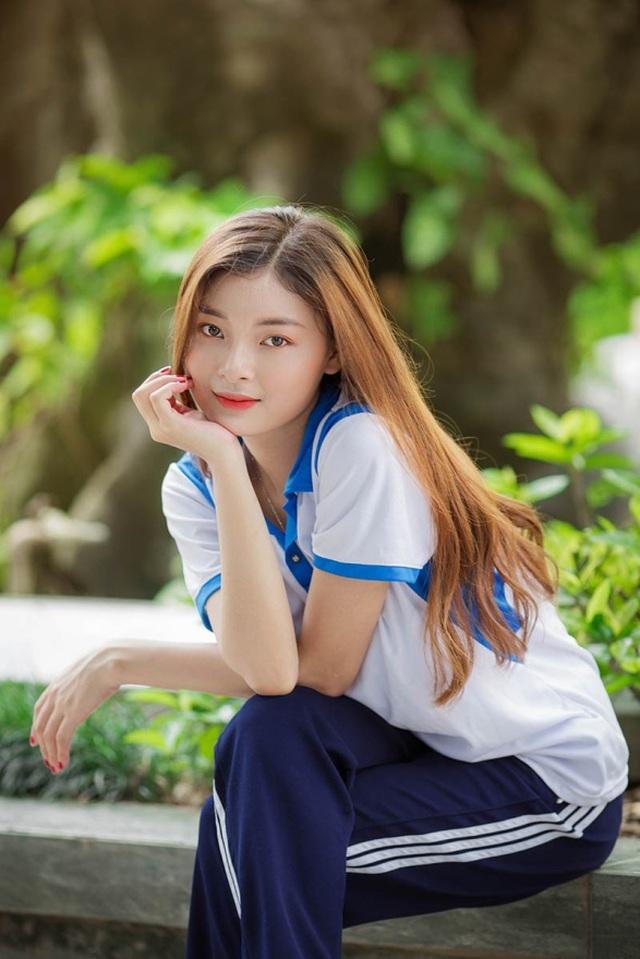 Á khôi Tài sắc Việt Nam đẹp rạng ngời trong bộ đồng phục giản dị - 7