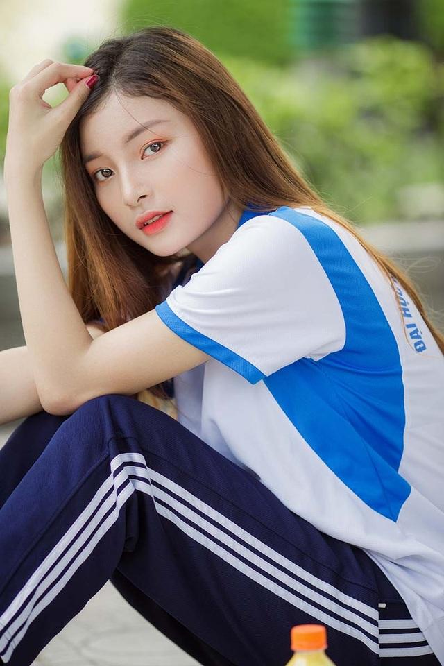 Á khôi Tài sắc Việt Nam đẹp rạng ngời trong bộ đồng phục giản dị - 9