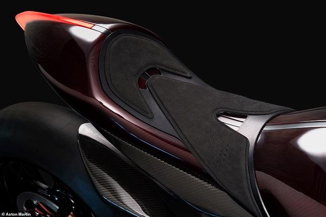 Siêu mô-tô đầu tiên của Aston Martin xuất hiện trên đường thử - 9