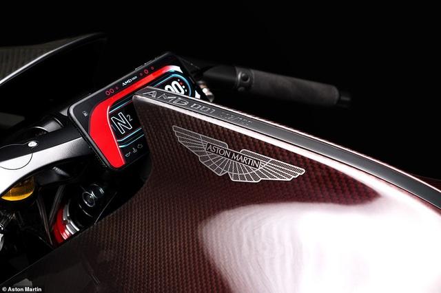 Siêu mô-tô đầu tiên của Aston Martin xuất hiện trên đường thử - 7