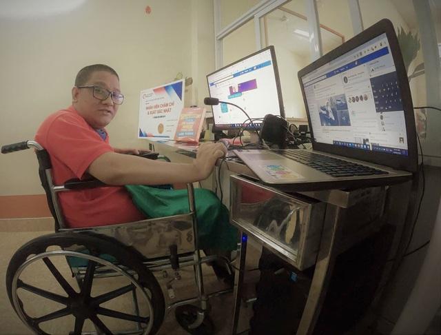 Chàng trai Quảng Ninh kiếm tiền từ 3 công việc chỉ bằng một ngón tay - 2