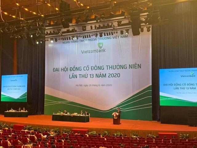 ĐHĐCĐ Vietcombank: Để ngỏ lợi nhuận, không cắt giảm lương nhân viên - 1