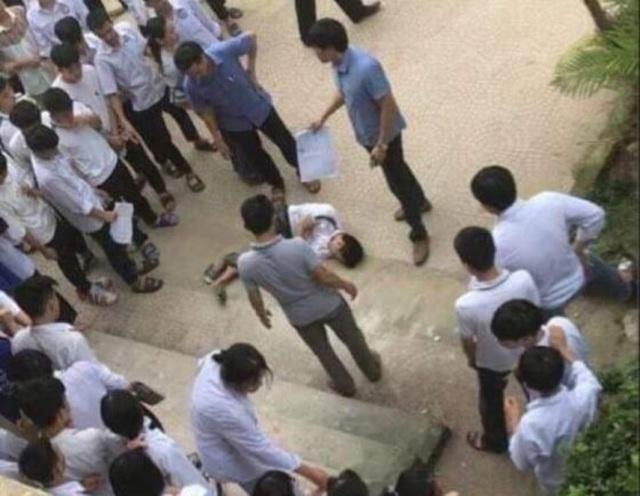 Thanh Hóa: Nam sinh lớp 10 bất ngờ nhảy từ tầng 2 xuống sân trường - 1