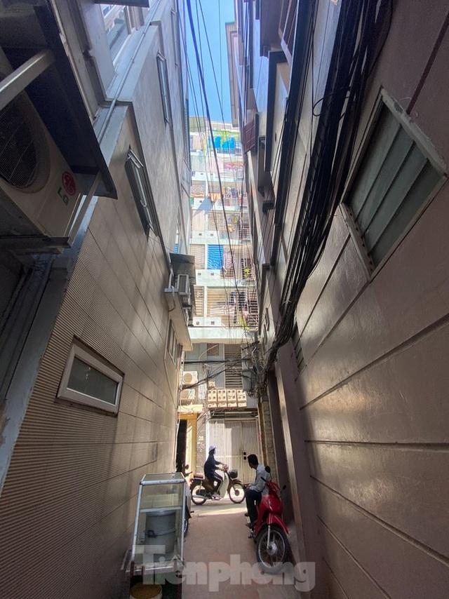 Ngột ngạt các khu chung cư mini ở ngõ nhỏ Hà Nội giữa cái nắng đổ lửa - 1