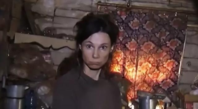 Người phụ nữ bị mẹ nhốt trong nhà, ăn thức ăn mèo suốt 26 năm - 1
