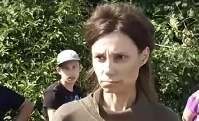 Người phụ nữ bị mẹ nhốt trong nhà, ăn thức ăn mèo suốt 26 năm - 2