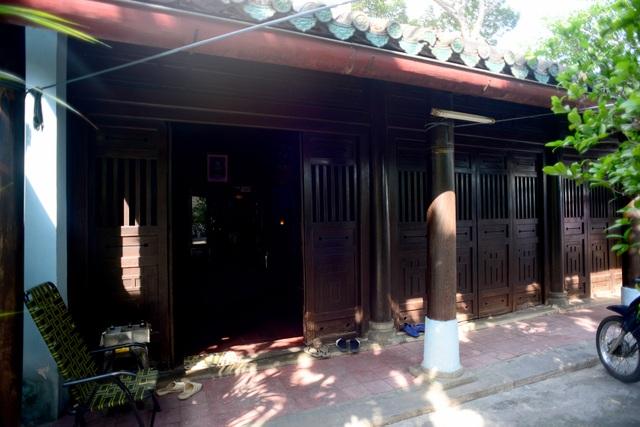 Mộ cổ cụ Trương Vĩnh Ký.jpg