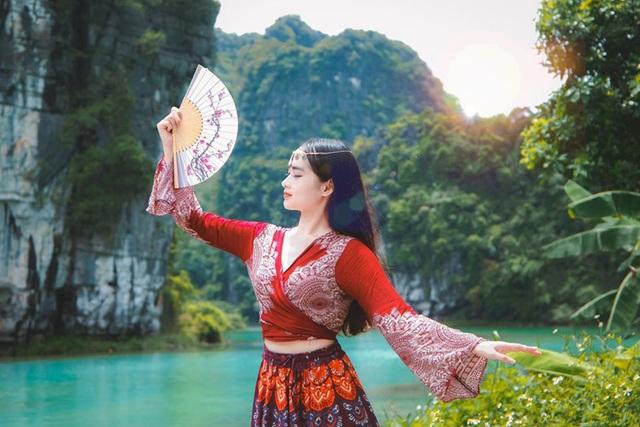 Nữ sinh trường Y đăng ảnh du lịch xinh như công chúa, hút nghìn like - 5