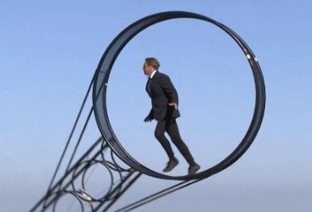 """Video: Màn trình diễn """"thách thức tử thần"""" trên đỉnh núi - 1"""