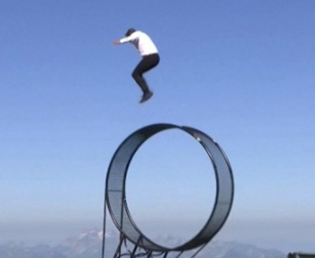 """Video: Màn trình diễn """"thách thức tử thần"""" trên đỉnh núi - 3"""