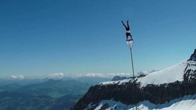 """Video: Màn trình diễn """"thách thức tử thần"""" trên đỉnh núi - 4"""