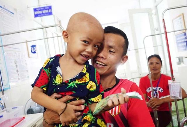 Bạn đọc Dân trí dang tay cứu cậu bé 5 tuổi bị ung thư tinh hoàn - 3