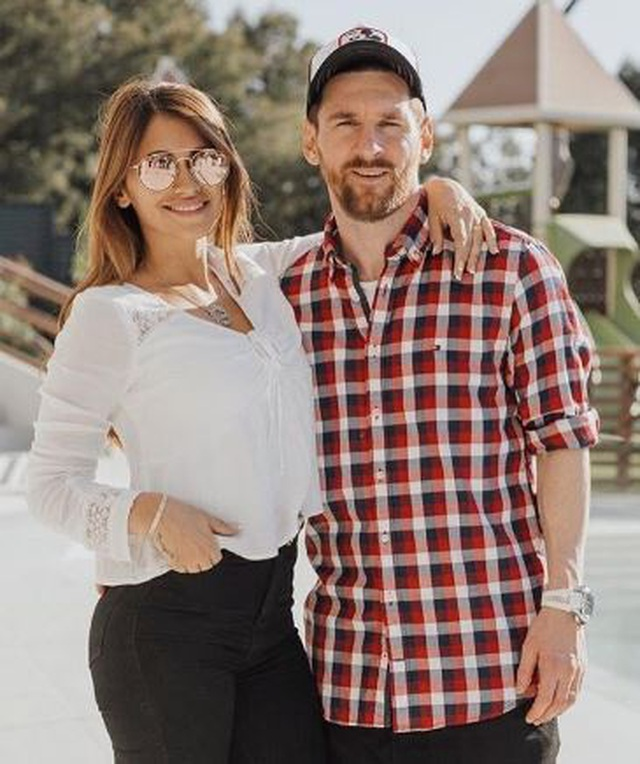Vợ chồng Messi gây xúc động với loạt ảnh tình yêu ngọt ngào - 1