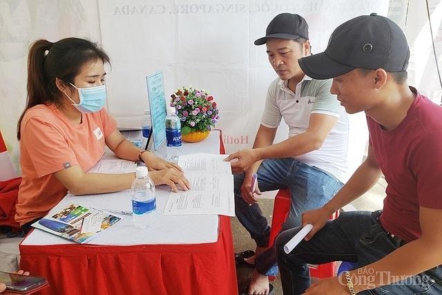 Đà Nẵng: Thị trường việc làm sau dịch Covid-19 sôi động trở lại - 2
