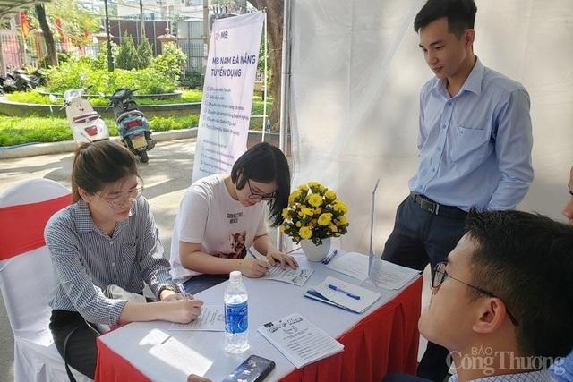 Đà Nẵng: Thị trường việc làm sau dịch Covid-19 sôi động trở lại - 3
