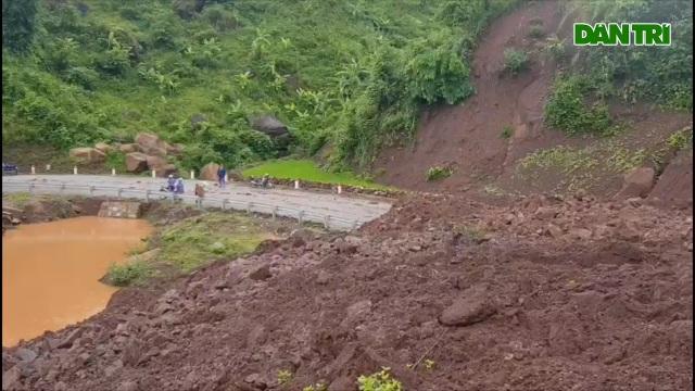 84.000 m3 đất đá vùi lấp tuyến đường ở Lai Châu - 2