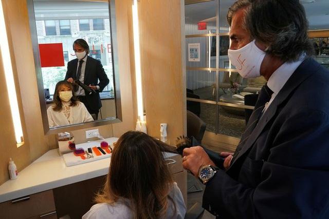 Cắt tóc thời hậu Covid-19 ở Mỹ: Giá 1.000 USD, xếp hàng chờ 1.200 người mới đến lượt - 1