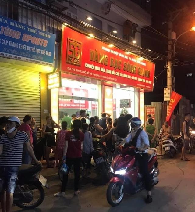 Một tiệm vàng ở Hà Nội bị cướp - 1