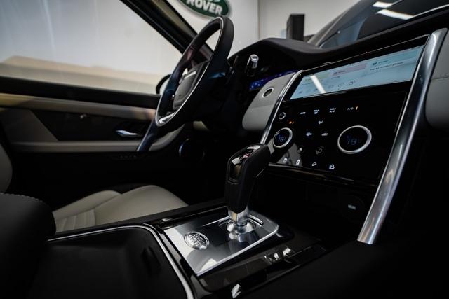 Jaguar XE 2020 và Land Rover Discovery Sport 2020 chốt giá từ 2,61 tỷ đồng - 8