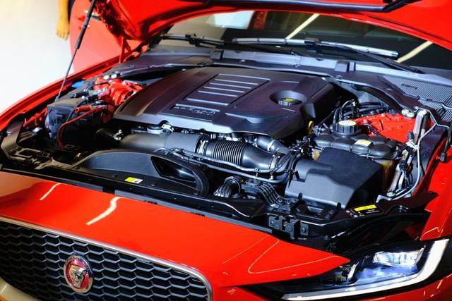 Jaguar XE 2020 và Land Rover Discovery Sport 2020 chốt giá từ 2,61 tỷ đồng - 4