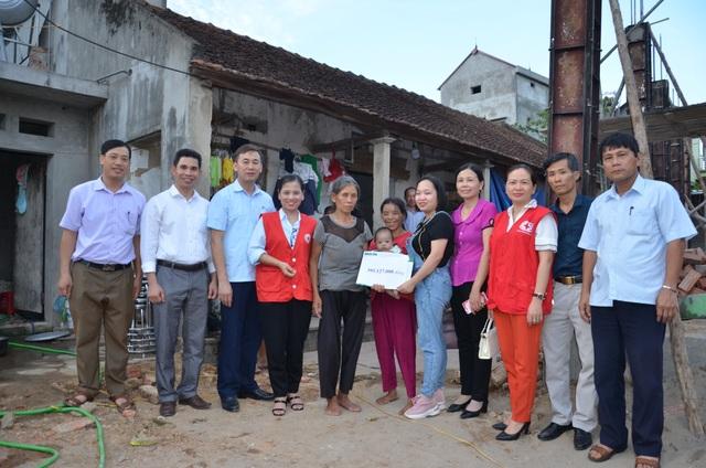 Hơn 2 tỉ đồng của bạn đọc giúp đỡ 2 hoàn cảnh khó khăn tại Bắc Giang - 1